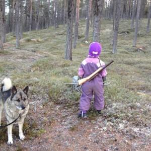 Ebba Stina och Nastak på jakt i den bleka novembersolen, snö i luften!